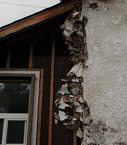 asbest verwerkt in muur en dakmateriaal